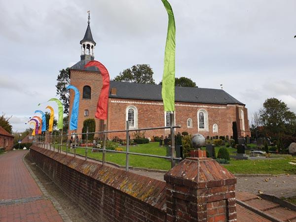 Die St. Nicolai-Kirche in Werdum im Oktober 2019