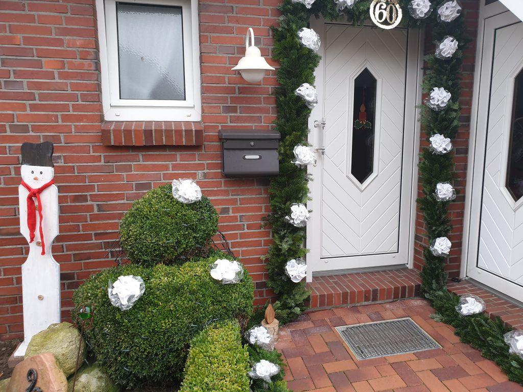 Addens geschmückte Haustür in der Edenserlooger Straße