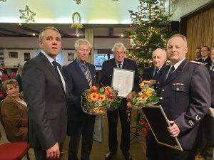 Die geehrten Ortsbrandmeister mit Bürgermeister