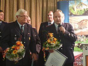 Stefan Bender bedankt sich im Namen aller seiner Kameraden für die Ehrung