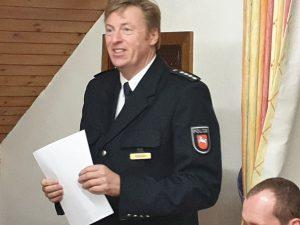 Für die Polizei dankt Hillard Perduns der Feuerwehr für die geleistete Unterstützung