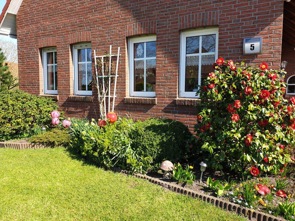toller Vorgarten bei Ferdinand Gastmann an der Buttforder Straße