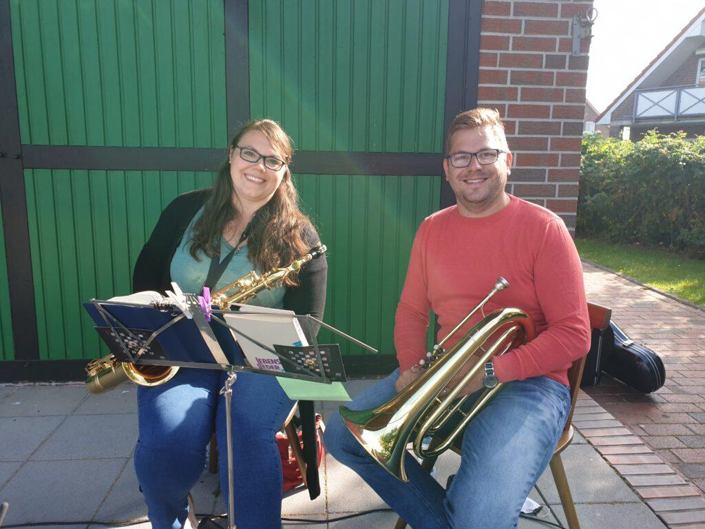 Norina und Dirk aus Mechernich bereicherten den Gottesdienst mit ihre musikalischen Begleitung