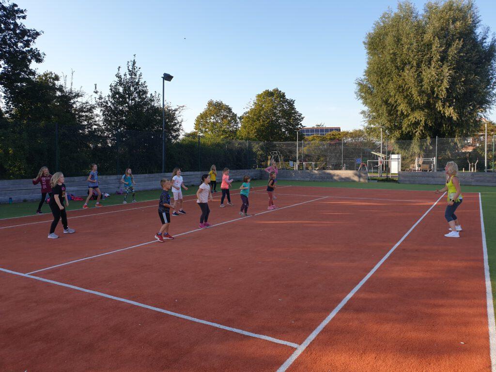 Zumba für Kids auf dem Soccer-Court