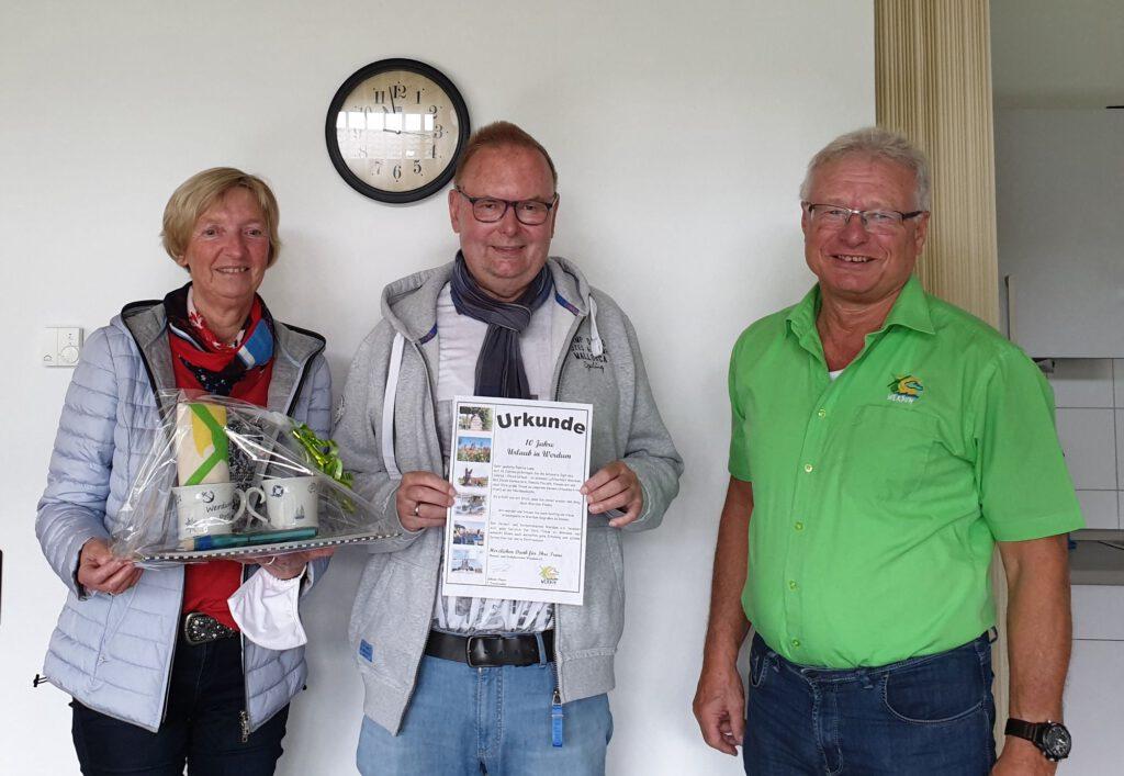 Gabriele und Dieter Lapp wurden von Johann Pieper für ihre Treue zu Werdum geehrt.