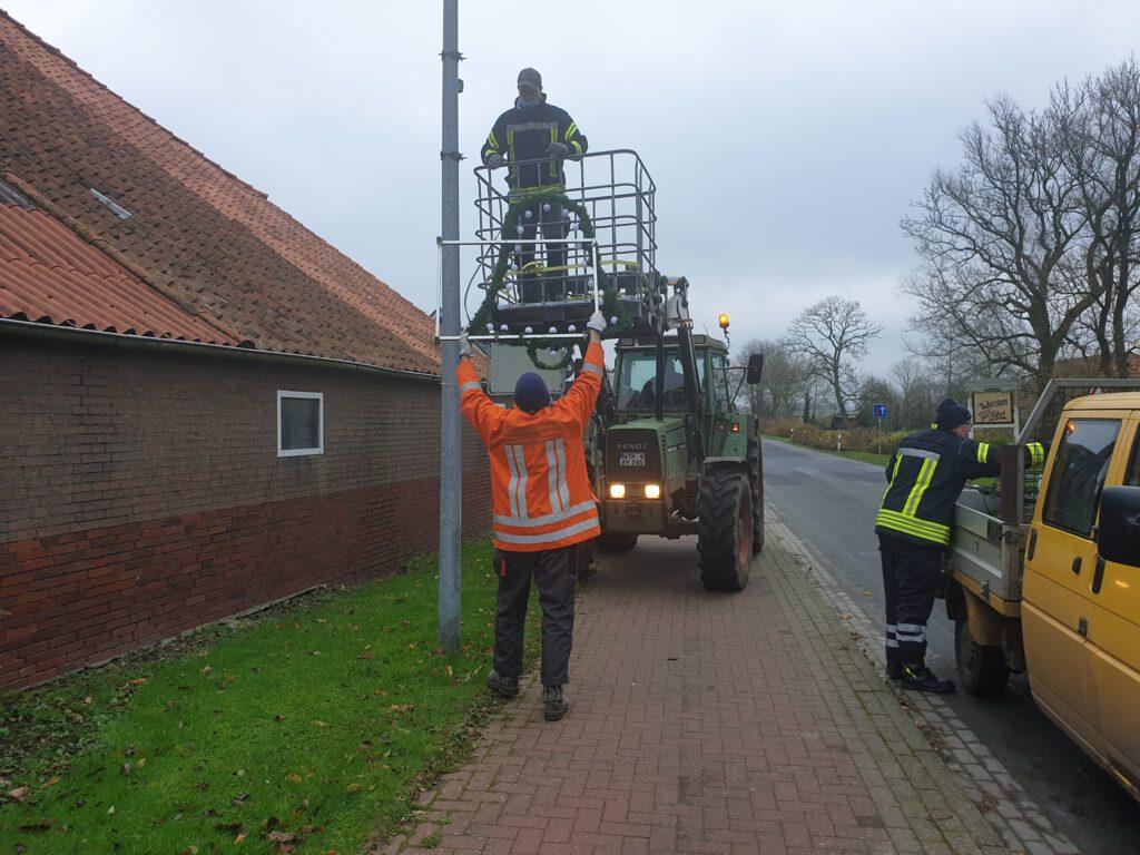 In Edenserloog ist die Crew mit Sebastian Post mit seinem Fendt, Thomas Jakobs und Dennis Sansmann in Aktion