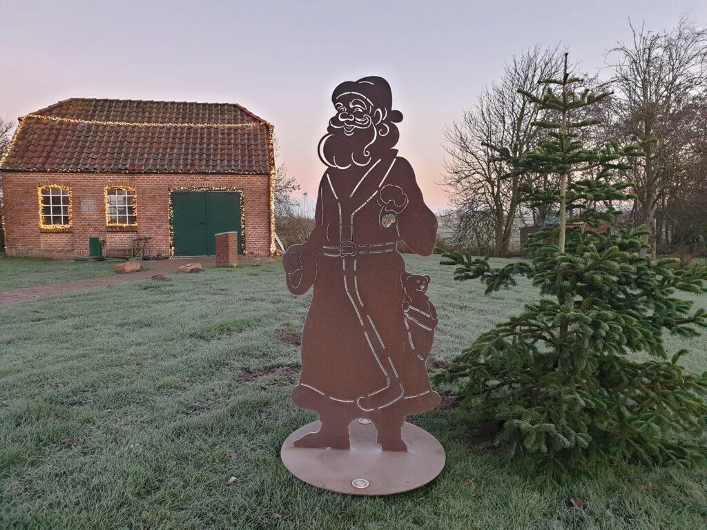 Der Weihnachtsmann vor der Schmiede bekam auch kalte Füße