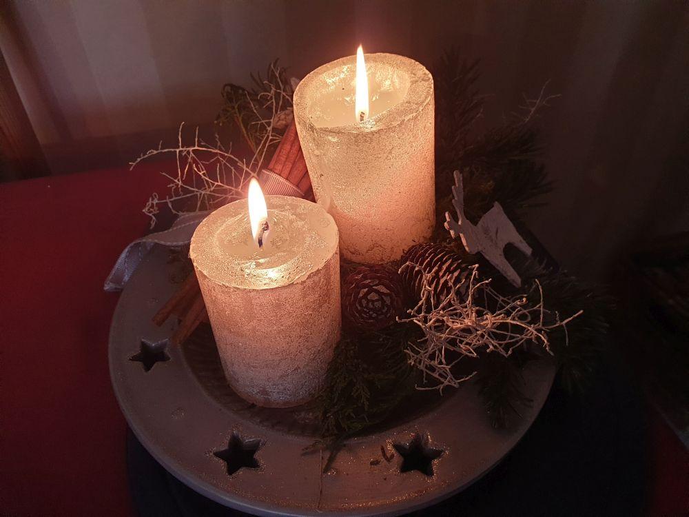 Am Sonntag brannten schon 2 Kerzen auf dem Adventskranz