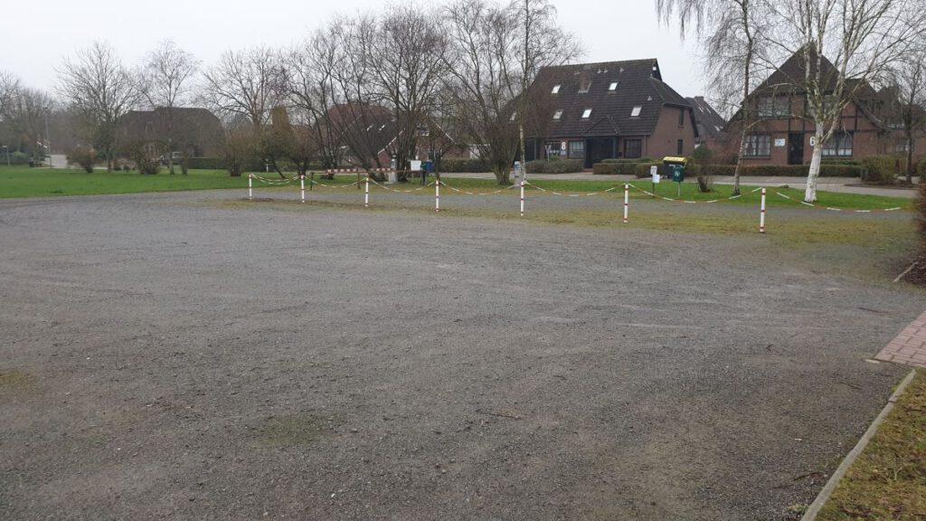 Auch der Parkplatz, der auch als Wohnmobilstellplatz dient, ist jetzt im Eigentum der Gemeinde