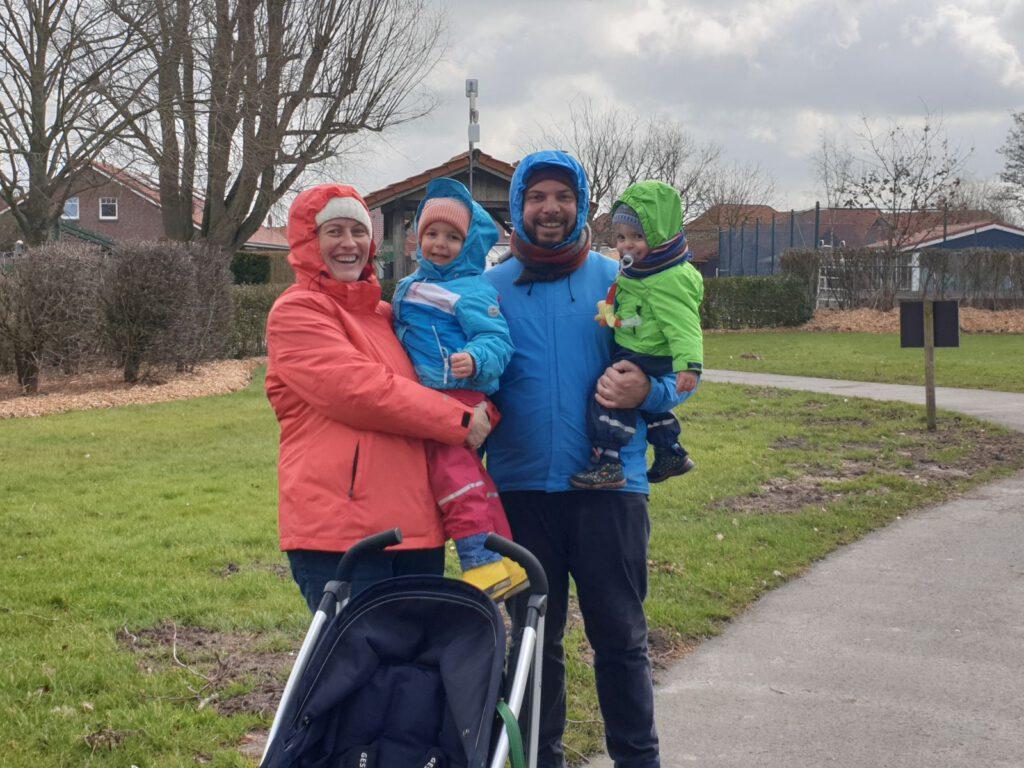 Familie Günther freut sich nach ihrem Besuch im Haustierpark