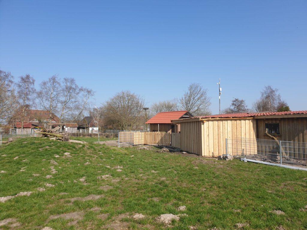 von außen ist fast alles fertig, die neue Schutzhütte in der Ziegenweide