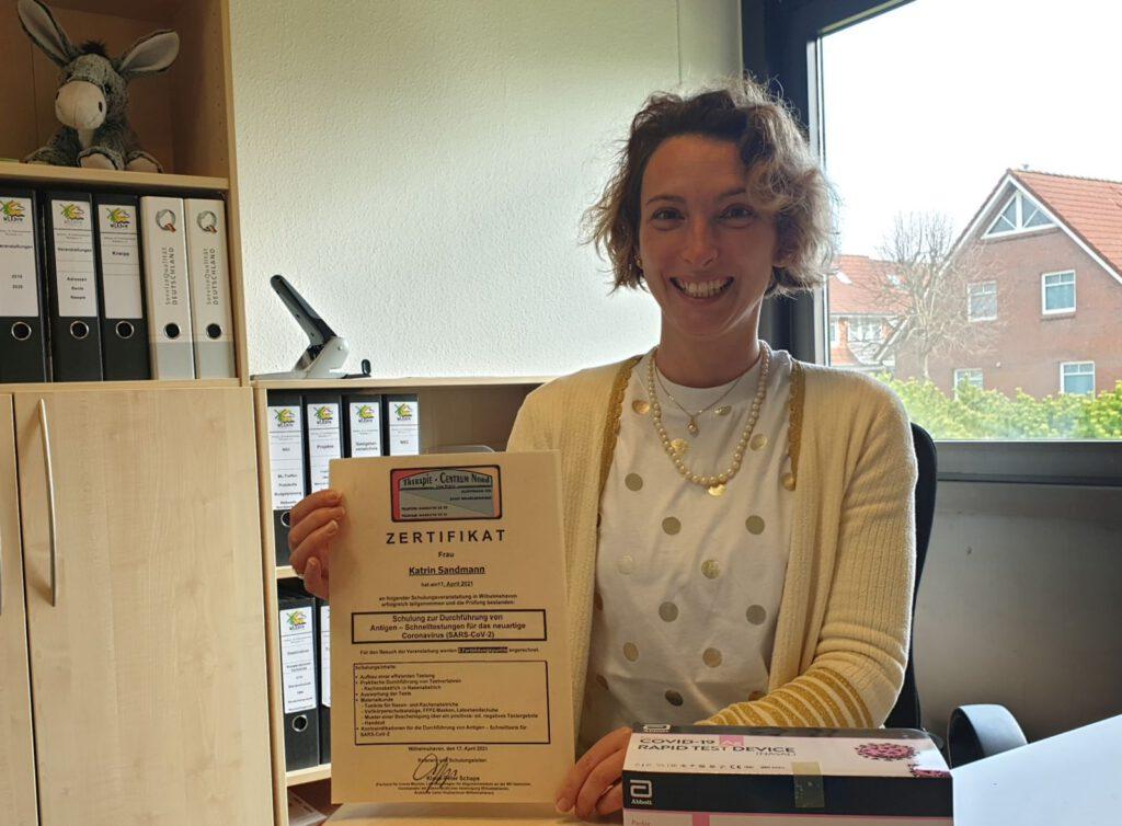 Katrin Sandmann hat die Schulung mit einem Zertifikat abgeschlossen