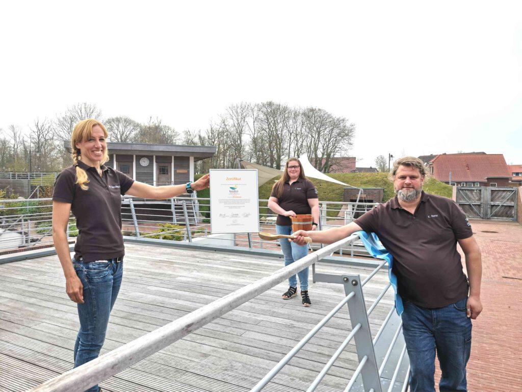Das Team des BadeWerks um Leiterin Melanie Vanderschot (links) freut sich über die erneute Auszeichnung