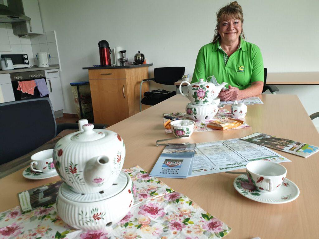Leckeren Ostfriesentee serviert Sabine Mensching immer dienstags ab 10.00 Uhr