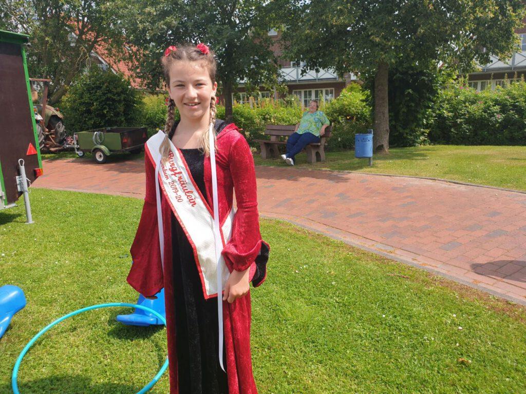 Häuptlingsfest fällt aus - Burgfräulein Kimberley regiert noch ein Jahr weiter
