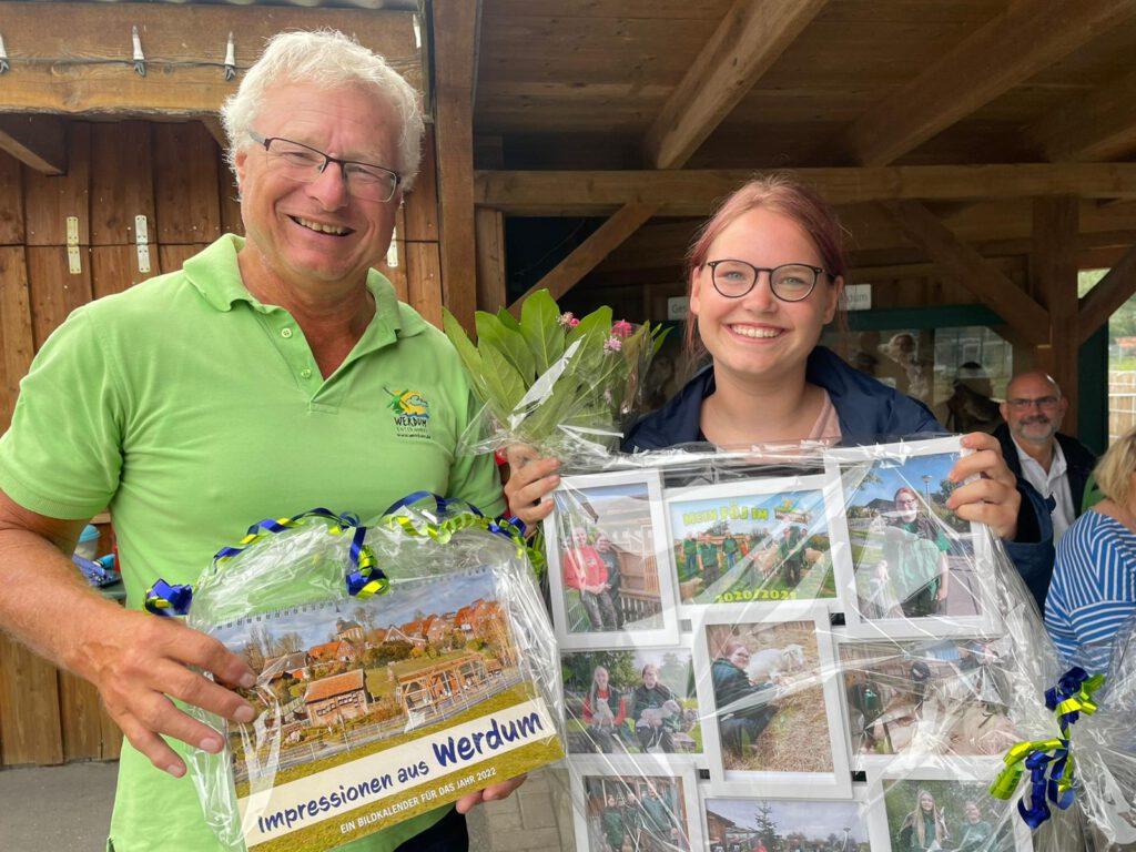 HVV-Vorsitzender Johann Pieper verabschiedete Nadine Aust aus dem HVV-Team