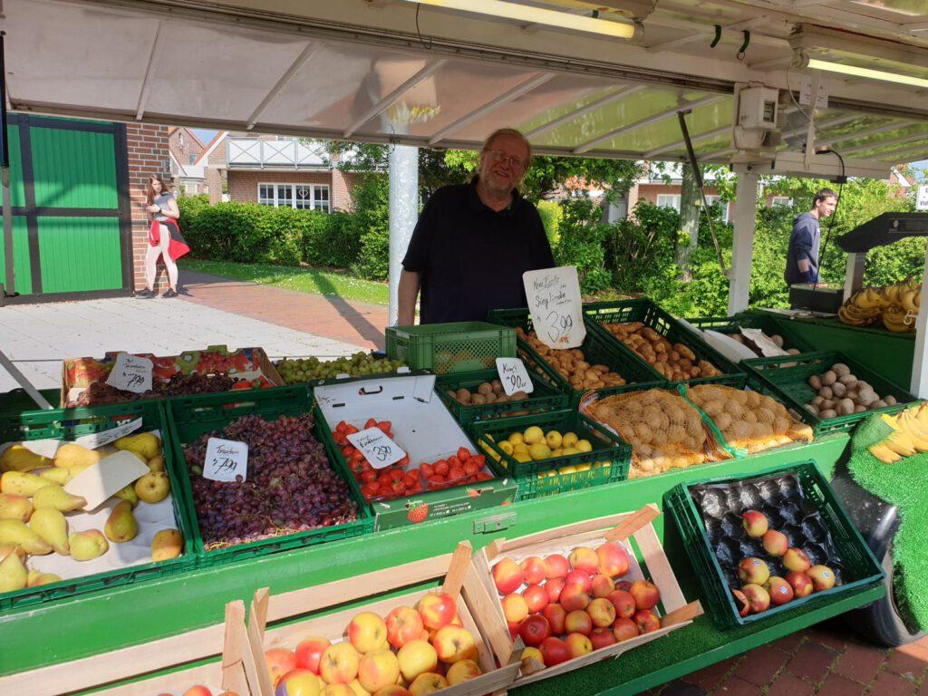 Alfred Iken bietet ab kommenden Montag wieder sein Obst und Gemüse an