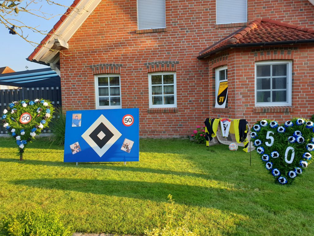 Fast nebenan findet sich der bunt geschmückte Vorgarten von Karl-Heinz Ockenga jr.