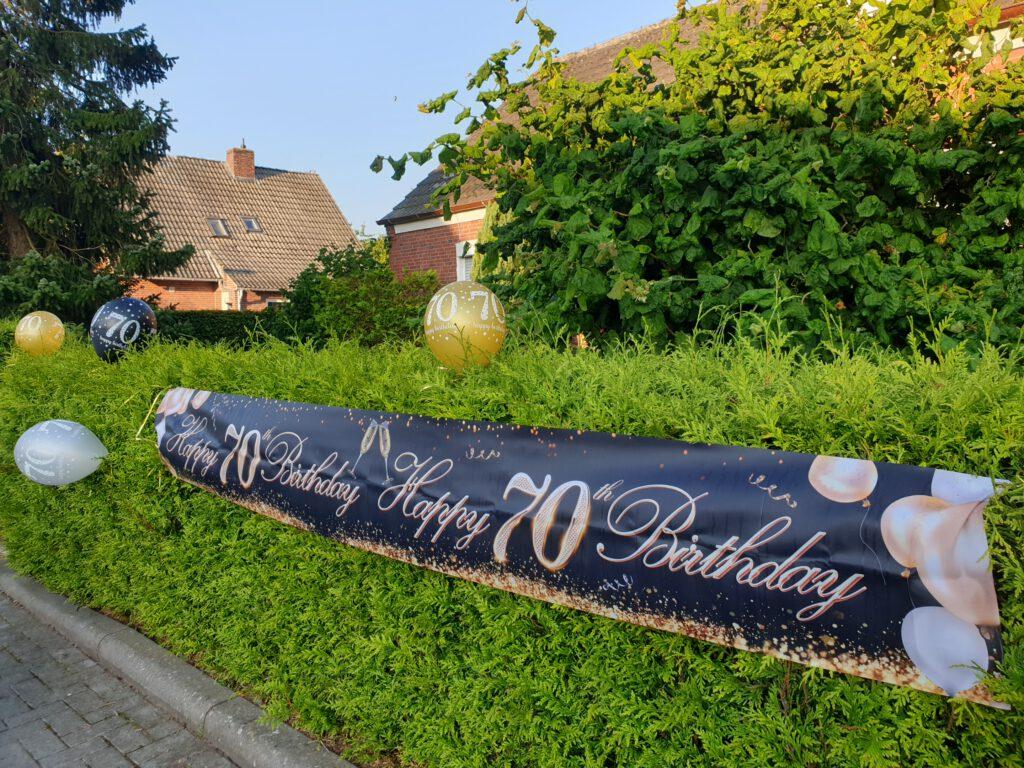 Auf Gastriege macht dieses Banner auf den 70. Geburtstag von Hilde Liebermann aufmerksam