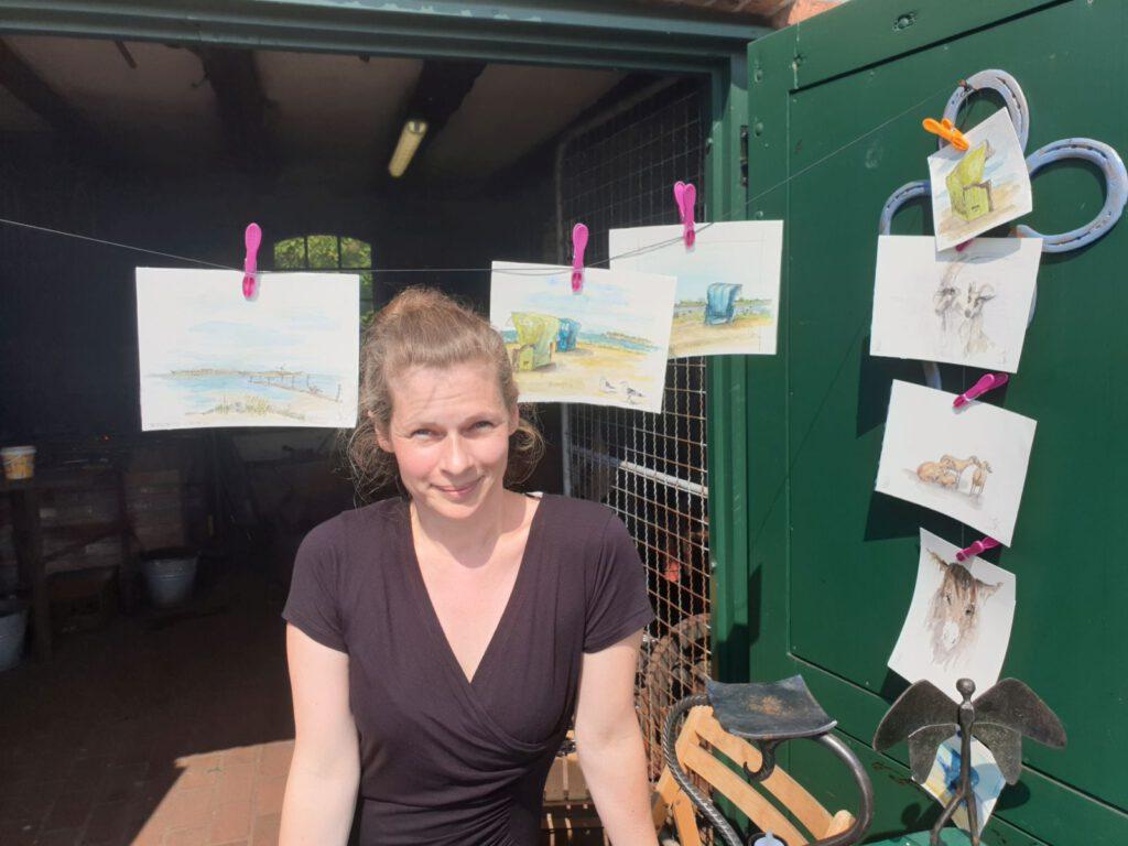 Jasmin Krüger aus Haan zeigt ihre Bilder in der Schmiede in Werdum