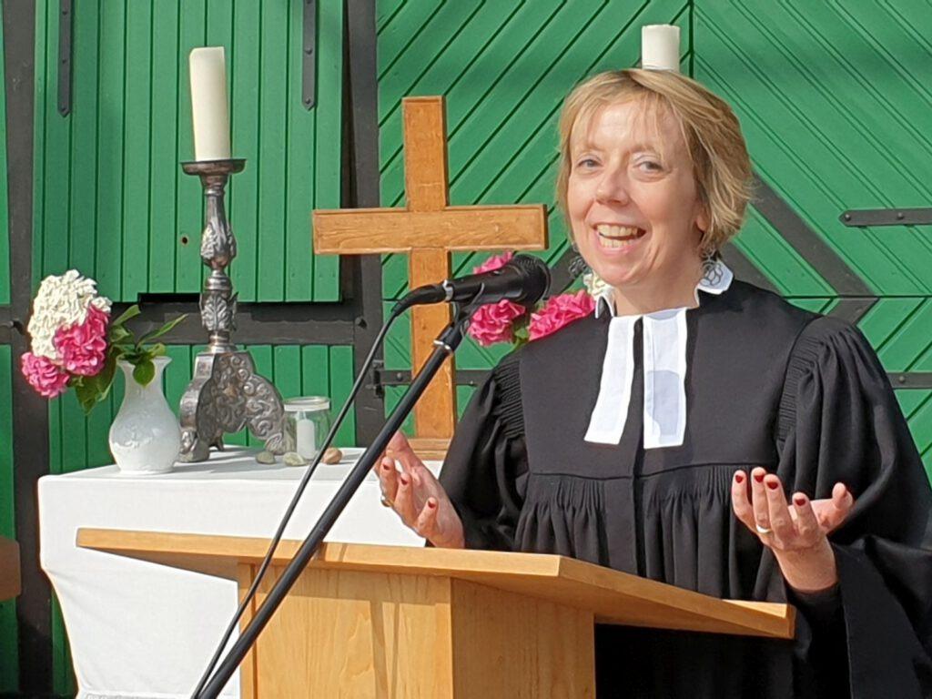 und Dr. Annerose De Cruyenaere freut sich nach der Ordination auf ihre Aufgabe in Werdum-Neuharlingersiel und Buttforde