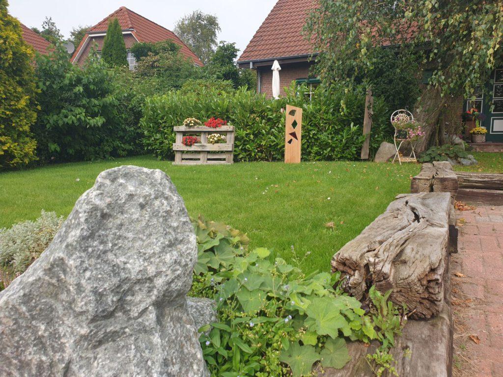 Der Vorgarten von Ute und Fidi Peters ist sehr liebevoll angelegt