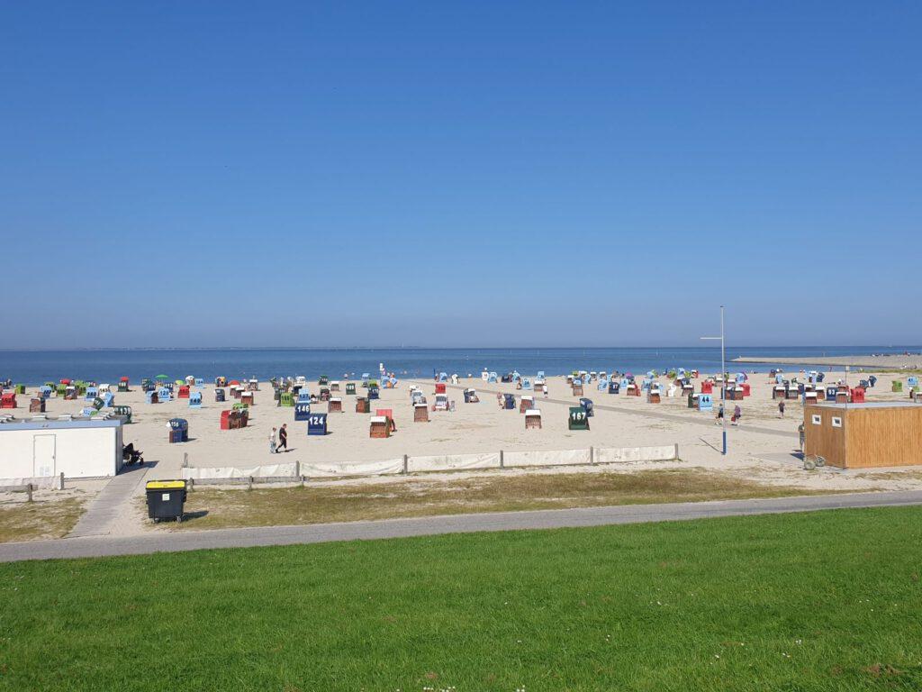 Badeurlaub im September - der Strand in Neuharlingersiel