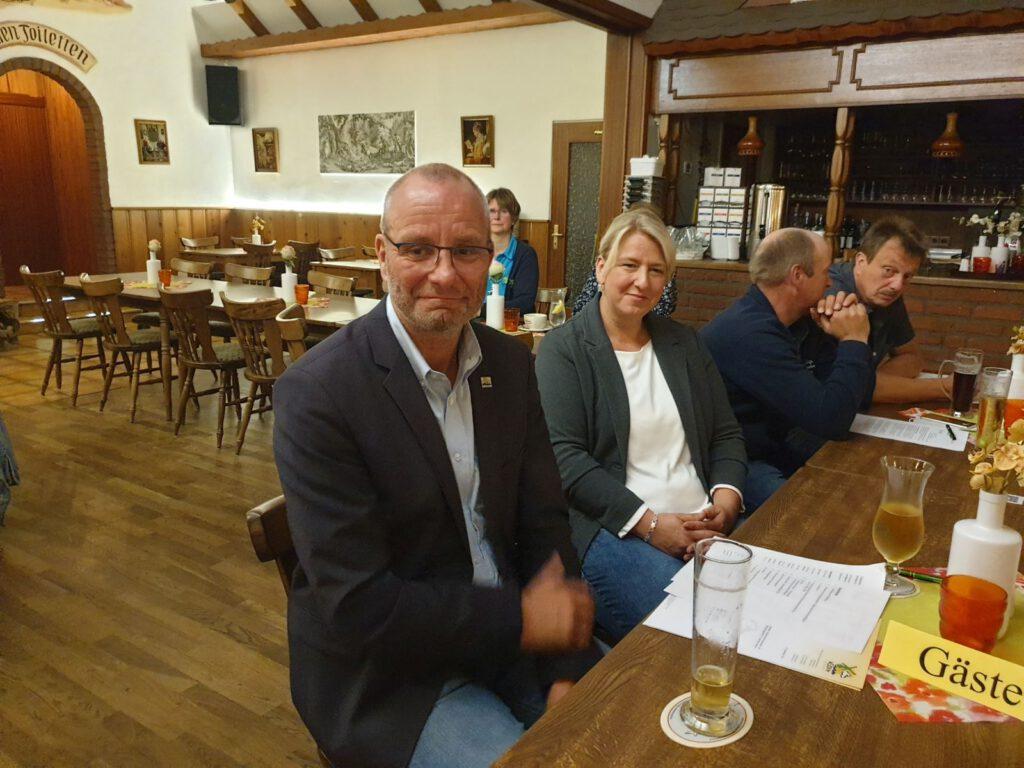 Neuharlingersiels Kurdirektor sprach ebenfalls ein Grußwort. Begleitet wurde er von der Stv. Vorsitzenden Birthe Frankeser-Heinen