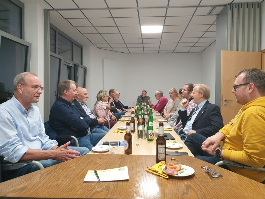 in geselliger Runde trafen sich die Vorstände des Kurvereins Neuharlingersiel und des Heimat- und Verkehrsvereins Werdum