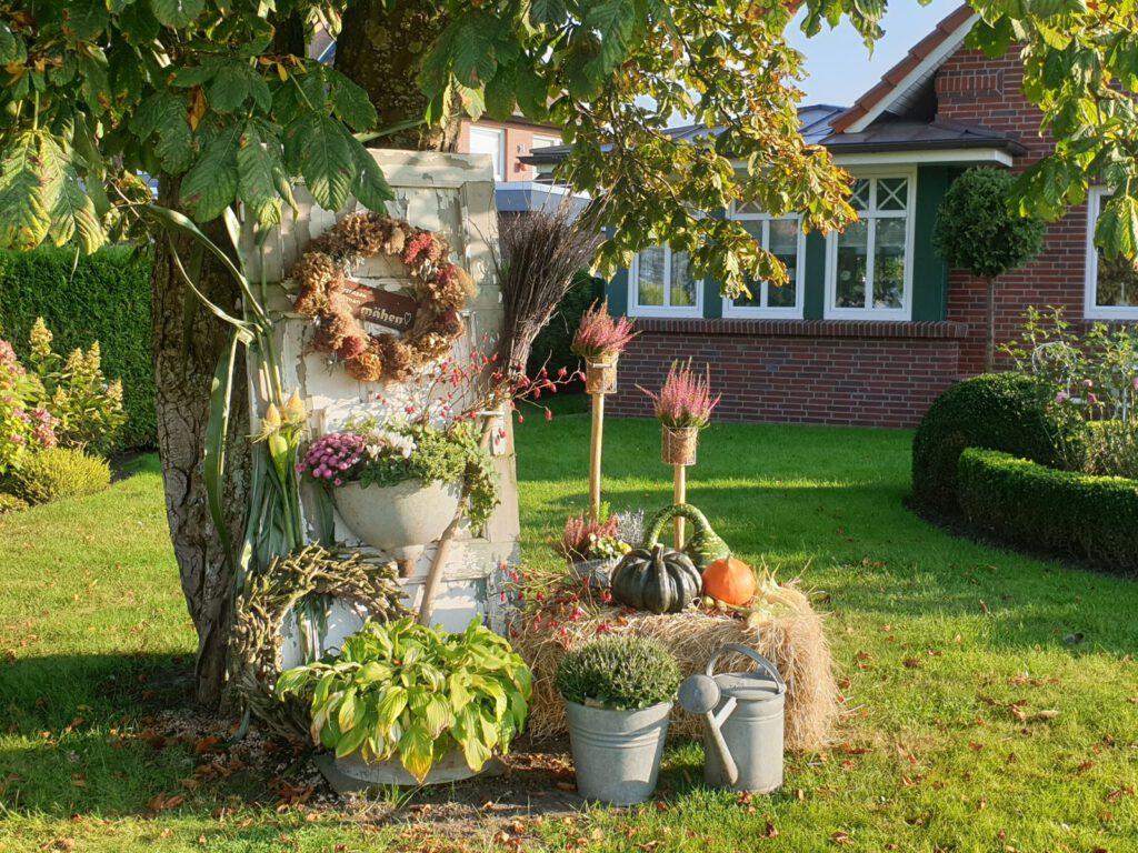 Der Vorgarten von Hanna Strudthoff ist wieder herbstlich dekoriert